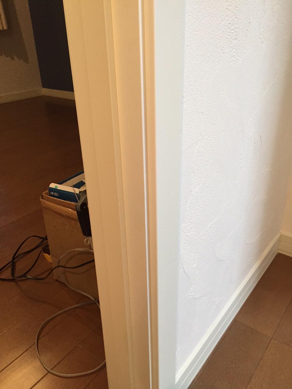 ドア枠傷補修後