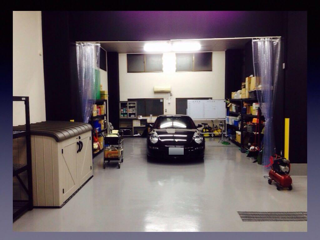 洗車・マニキュアコート・スクラッチリペア・インテリア塗装のブースです。エアコン完備のためコーティングに肝心な温度管理もバッチリ!